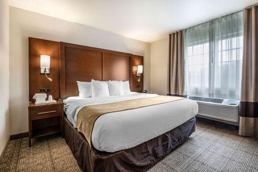 Comfort Suites at Par 4 Resort - Waupaca - Bedroom