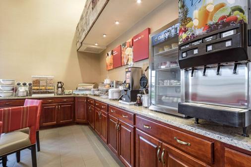 Comfort Suites at Par 4 Resort - Waupaca - Buffet