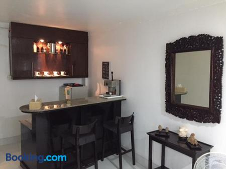 Fong Kaew And Baan Nang Fa Guesthouse - Patong - Bar