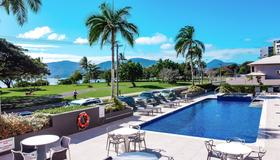 Holiday Inn Cairns Harbourside - Cairns - Pool