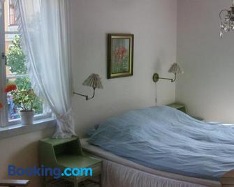 Mälby Säteri Bed & Breakfast - Gnesta - Bedroom