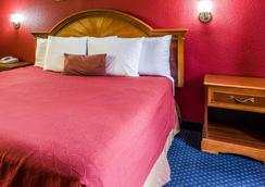 Rodeway Inn - Charlotte - Bedroom