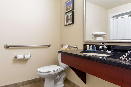 Comfort Inn & Suites - Lévis - Bathroom
