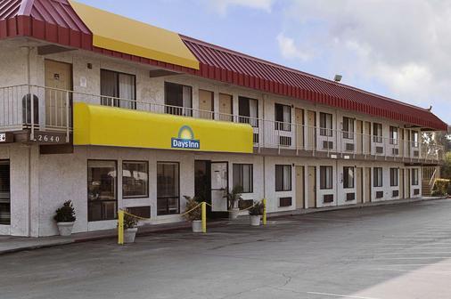 Days Inn by Wyndham Fresno South - Fresno - Gebäude