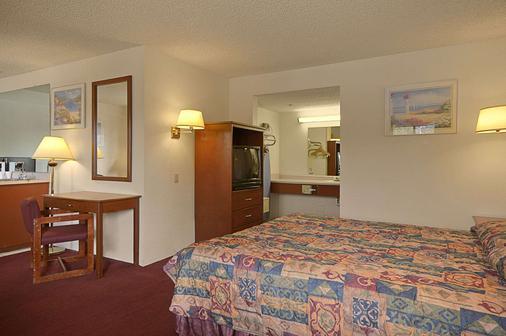Days Inn by Wyndham Fresno South - Fresno - Schlafzimmer