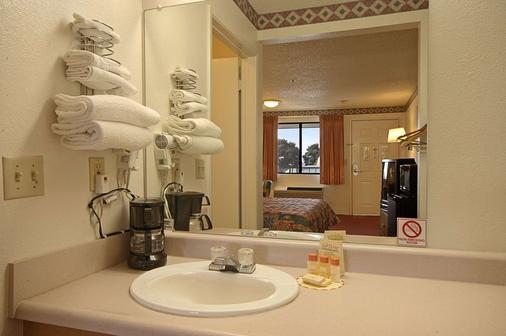 Days Inn by Wyndham Fresno South - Fresno - Bad
