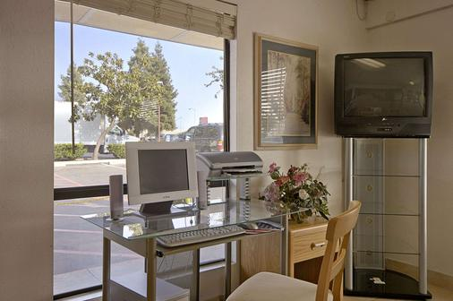 Days Inn by Wyndham Fresno South - Fresno - Speisesaal