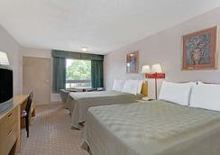 Travelodge by Wyndham Williamsburg Colonial Area - Williamsburg - Makuuhuone