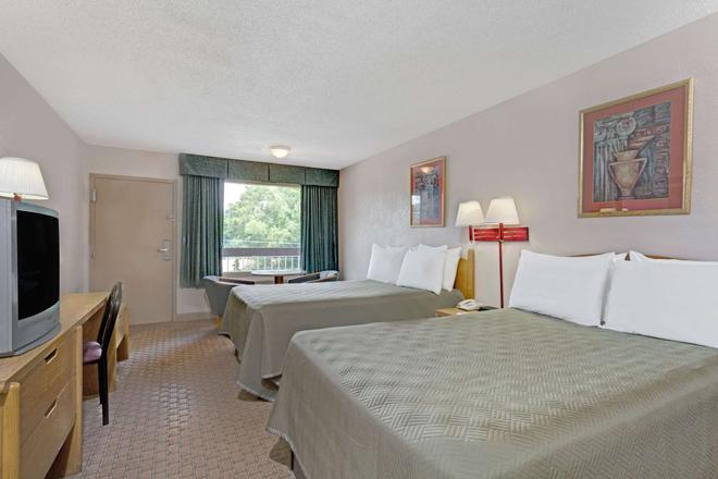 Travelodge by Wyndham Williamsburg Colonial Area - Williamsburg - Bedroom