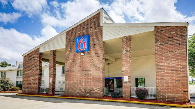 Motel 6 Greensboro Airport - Greensboro - Toà nhà