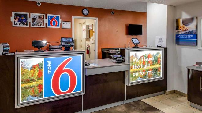 Motel 6 Greensboro Airport - Greensboro - Lễ tân