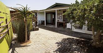 Organic Square Guesthouse - סוואקופמונד