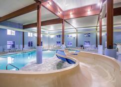 Holiday Inn Express Wisconsin Dells - Висконсин-Деллс - Бассейн