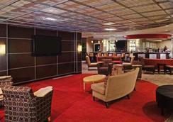 Cambria Hotel Columbus Polaris - Columbus - Oleskelutila