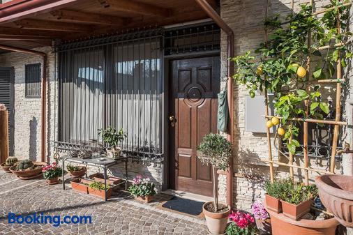 Bed & Breakfast La Casa DI Plinio - Pompei - Building