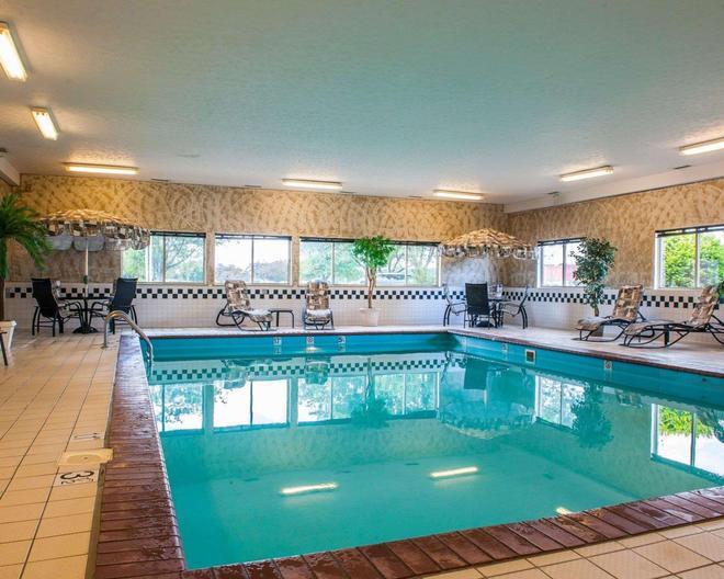 Comfort Inn Near Indiana Premium Outlets - Edinburgh - Pool