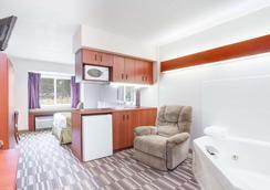 Microtel Inn & Suites by Wyndham Olean/Allegany - Olean - Bedroom