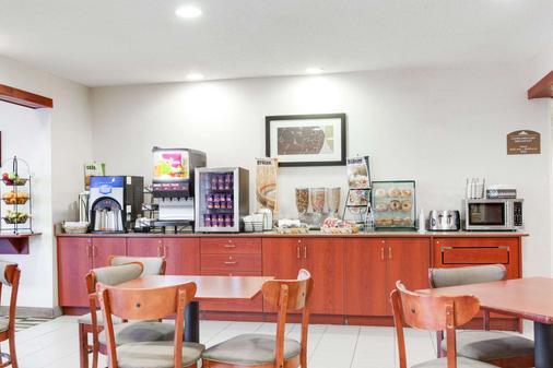 Microtel Inn & Suites by Wyndham Olean/Allegany - Olean - Buffet