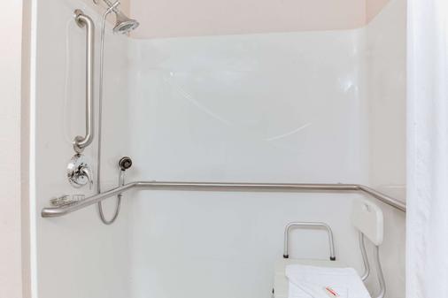 Microtel Inn & Suites by Wyndham Olean/Allegany - Olean - Bathroom