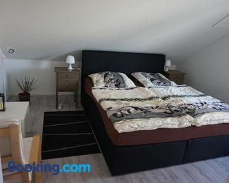 Ferienwohnung am See - Bad Lippspringe - Schlafzimmer