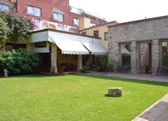 Howard Johnson by Wyndham Morelia Calle Real - Morelia - Building