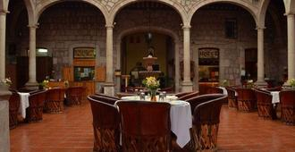 Howard Johnson Calle Real Morelia - Morelia - Ravintola