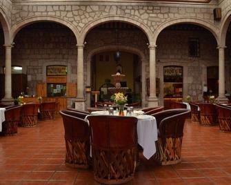 Howard Johnson Calle Real Morelia - Morelia - Restaurant
