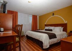 Howard Johnson by Wyndham Morelia Calle Real - Morelia - Bedroom