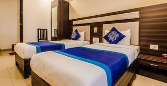 OYO 328 Hotel Royal Grand - Mumbai - Bedroom