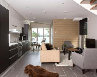 Sandy Kelt, Irish House Apartments - Kalajoki - Living room