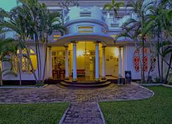 Deco On 44 - Galle - Building