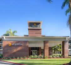 La Quinta Inn & Suites by Wyndham Orange County Airport