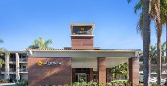 La Quinta Inn & Suites by Wyndham Orange County Airport - Santa Ana - Building
