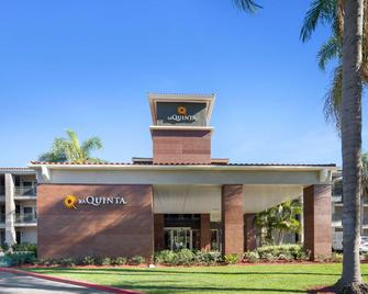 La Quinta Inn & Suites by Wyndham Orange County Airport - Santa Ana - Building