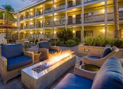 La Quinta Inn & Suites by Wyndham Orange County Airport - Santa Ana - Patio