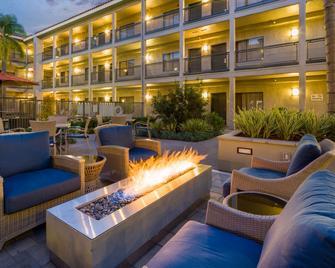 La Quinta Inn & Suites by Wyndham Orange County Airport - Santa Ana - Pátio
