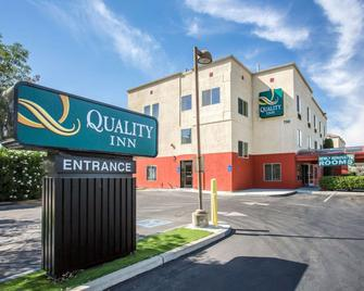 Quality Inn Merced Gateway to Yosemite - Merced - Gebäude