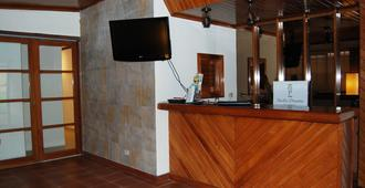 Pacific Dreams - Panama City - Front desk
