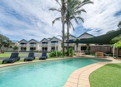 Boathouse Resort Studios & Suites - Рай - Бассейн