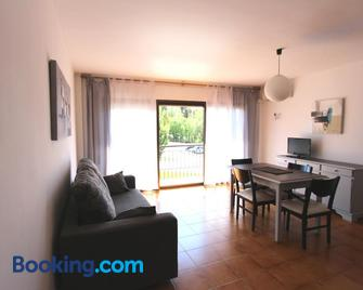 Residencial Super Stop Palafrugell - Palafrugell - Wohnzimmer