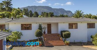 Hout Bay Lodge - Hout Bay - Building
