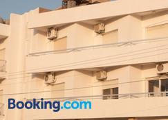 St. George Rent Rooms - Larnaca - Building