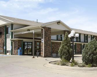 Days Inn by Wyndham Salina I-70 - Salina - Building