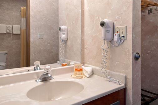 Days Inn by Wyndham Salina I-70 - Salina - Phòng tắm