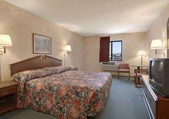 Days Inn by Wyndham Salina I-70 - Salina - Phòng ngủ