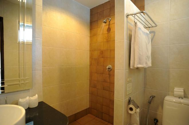 Baramee Resortel - Patong - Bathroom