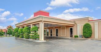 Ramada by Wyndham Murfreesboro - Murfreesboro - Building