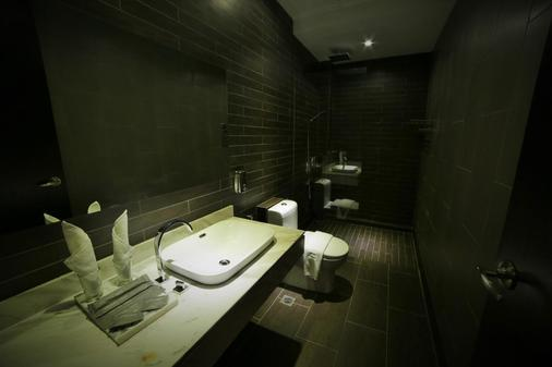 1825 Gallery Hotel - Malacca - Bathroom