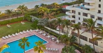 Holiday Inn Miami Beach-Oceanfront - Miami Beach - Piscina