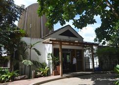 Spin Designer Hostel - El Nido - Edifício